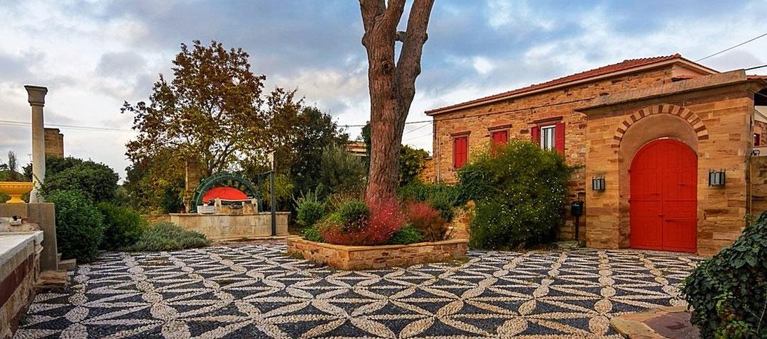 Palazzo antico nella zona di Kampos
